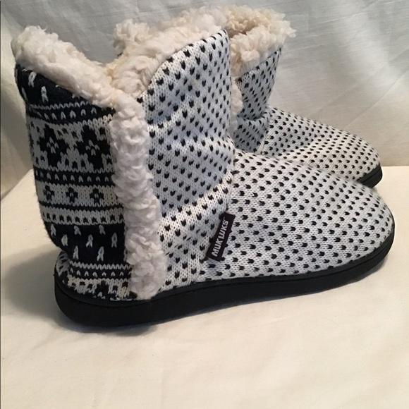"Muk Luks""Leigh"" bootie slipper,EUC"